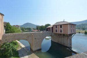 Pont vieux et vieux moulin for Piscine municipale millau